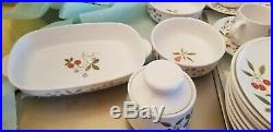 NORITAKE china BERRIES'N SUCH 9070 pattern 42-piece SET SERVICE for eight (8)