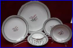 NORITAKE china LILYBELL 5556 pattern 30-piece SET SERVICE for 5 with Fruit Bowl