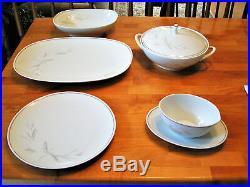Noritake Vintage 8 Place Dinnerware China Set Windrift Pattern 6117