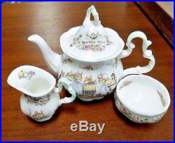 ROYAL DOULTON china Brambly Hedge child's tea set, teapot, sugar, creamer